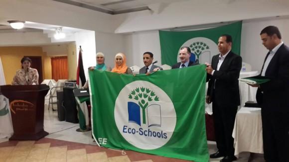 منحت المدرسة العلم الأخضر الخاص بالمدراس البيئية